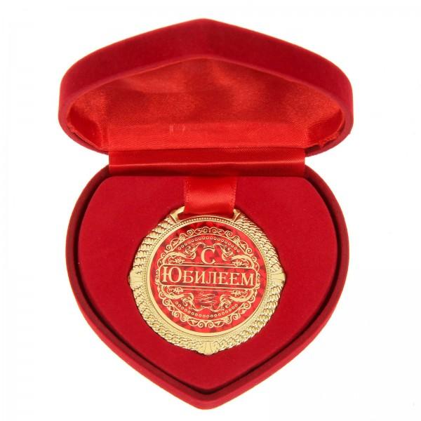 Medaille im herzförmigen Samtbox